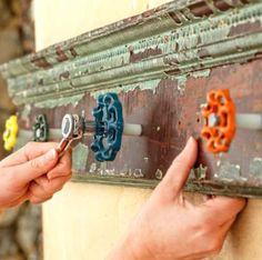 Trendy old door handle diy towel holders Ideas Ux Design, Faucet Handles, Door Handles, Old Door Knobs, Closet Door Makeover, Towel Hanger, My Pool, Rustic Doors, Diy Door