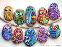 Hand Painted Stone Owl by ISassiDellAdriatico on Etsy Pebble Painting, Stone Painting, Pebble Stone, Stone Art, Owl Rocks, Paint Pens For Rocks, Painted Rocks, Hand Painted, Owl Canvas