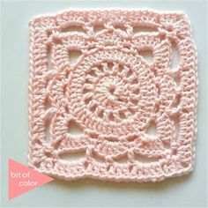 100 Days Crochet Challenge, A Square A Day, Gratis Haakpatroon 56 – Granny Square Diy Crochet Granny Square, Granny Square Crochet Pattern, Crochet Stitches Patterns, Crochet Squares, Knitting Patterns, Granny Squares, Crochet Sunflower, Crochet Flowers, Flower Patterns