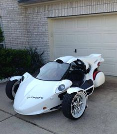 Canadian builder Campagna has been building its T-REX cyclecars since the late which makes them among the oldest brands on the market (Morgan excluded, of course). Scooter Bike, Trike Motorcycle, How To Clean Headlights, Can Am Spyder, Futuristic Motorcycle, Reverse Trike, Mini Bike, Small Cars, Tricycle