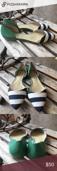 Boden Navy blue/ white striped pointy flats 40.5 Boden Navy blue/ white striped pointy flats with green back size 40.5. No box. Worn only for an hour. Very little signs of wear. Retail $130 Boden Shoes Flats & Loafers