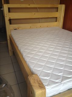 Made of 15cm x 5cm.  140cm wide and 200cm long single bed.