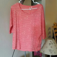 Levi's Top Preloved Beautiful  loose fitting peach top..3/4 th sleeves.. like new. Levi's Tops Tees - Long Sleeve
