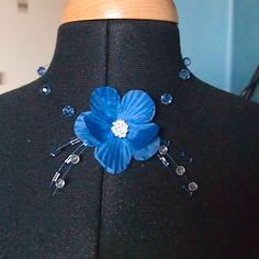 collier ras cou fleur en tissu et perle verre
