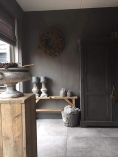 Taking this same pedestal and carving rough cornicing without sanding will give it a kinda Restoration Hardware look Country Living Decor, Interior, Home N Decor, Beautiful Interiors, Interior Furniture, House Interior, Home Deco, Modern Rustic Decor, Rustic House