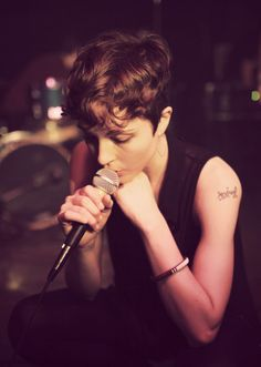 polica, she is a wandering star.