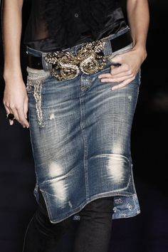 Just Cavalli Fall 2006 - Details: distressed vintage look denim embellished Fashion Details, Love Fashion, Womens Fashion, Modest Fashion, Emo Fashion, Milano Fashion Week, Milan Fashion, Mode Jeans, Denim Outfit