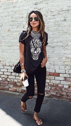 Stylée en T-shirt rock-punk et slim noir déchiré / mode / casual / tendance / outfit