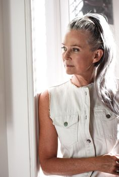 Trendy Hair White Color Older Women Aging Gracefully 16 Ideas Long Gray Hair, Silver Grey Hair, White Hair, Going Gray Gracefully, Aging Gracefully, Silver Haired Beauties, Grey Hair Inspiration, Salt And Pepper Hair, Beautiful Old Woman