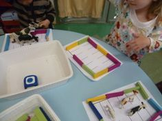 counting game in PS win kaplas with a die to form a pen Then, win animals with another die by Web Animal, Farm Games, Counting Games, Petite Section, Animal Games, Too Cool For School, Kindergarten, Projects To Try, Activities
