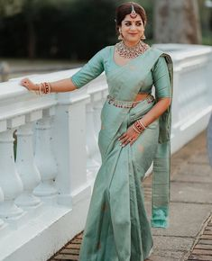 South Indian Wedding Saree, Indian Bridal Sarees, Bridal Silk Saree, Satin Saree, Designer Sarees Wedding, Wedding Sarees, Pattu Saree Blouse Designs, Wedding Saree Collection, Saree Trends