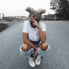 Distressed Denims | Classic White Tee | White Sneakers | Winter Fashion | Fall Fashion