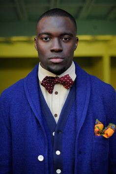 Electric blue blazer with vest and floppy bow tie. Very distinguished. Modern Gentleman, Gentleman Style, Sharp Dressed Man, Well Dressed Men, Afro, Men Tumblr, Grown Man, My Guy, Mens Suits