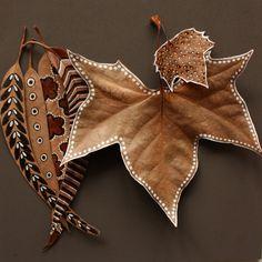 20 great decoration ideas for crafting with leaves- 20 tolle Deko Ideen zum Basteln mit Blättern 20 great-deco-ideas-for-tinker-with-blaettern_coole-deco-ideas-baumblaettern with-dried- - Leaf Crafts, Diy And Crafts, Crafts For Kids, Arts And Crafts, Autumn Crafts, Nature Crafts, Autumn Art, Painted Leaves, Painted Rocks
