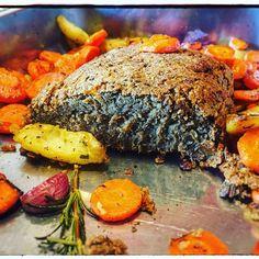 Lentil meatloaf, so tasty and yet so easy to make: full recipe on www.theveganitalian.net #vegan #veganitalian #italianfood #lentils #veganmeatloaf