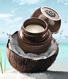 Tender Care Coconut.   Crema Universal Edición Coco. Similar a la vaselina, puede usarse para suavizar labios y zonas secas como codos, cutículas, etc. Oferta especial de lanzamiento 5,95€, 15ml.   Pedidos: distritocolor@gmail.com
