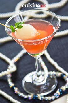 Une idée de cocktail alcoolisé avec des litchis. #recette#cuisine#cocktail#litchi #aperitif #apero Fancy Drinks, Cocktail Drinks, Cocktail Recipes, Alcoholic Drinks, Lychee Martini, Grapefruit Cocktail, Floating Island, Christmas Cocktails, Tapas