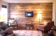 Love this wall - made from old wood pallets the DIY-er got for free!  #momandherdrill