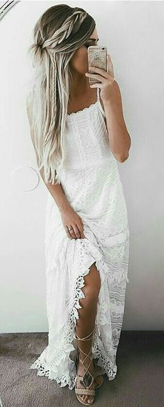 Braided bohemian hairstyles are dreamy do& that always look good. Get these chic and stylish boho hairstyles. Try them out for your next music festival or night out. Short Beach Dresses, Trendy Dresses, Sexy Dresses, Casual Dresses, Summer Dresses, Casual Clothes, Casual Shoes, Bohemian Hairstyles, Wedding Hairstyles