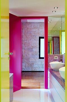 Αυτό το σπίτι στο Κεφαλάρι κρύβει design και χρώμα που δεν φαντάζεστε