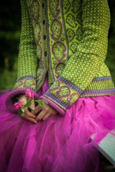 Ravelry: Paisley kofte i grønt pattern by Sidsel J. Fair Isle Knitting Patterns, Knitting Designs, Paisley, Laine Rowan, Knitting Pullover, Motif Fair Isle, Cool Street Fashion, Ravelry, Fashion Models