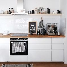 Nothing works without coffee: open IKEA kitchen with Voxtorp fronts and no hanging .- Ohne Kaffee geht nichts: offene IKEA Küche mit Voxtorp Fronten und ohne Hänges… Nothing works without coffee: open IKEA kitchen with Voxtorp … - Diy Kitchen Decor, Kitchen Interior, Küchen Design, Home Design, Voxtorp Ikea, Wall Cupboards, Diy Inspiration, Apartment Kitchen, Home Furnishings