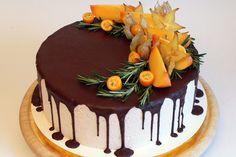 Как украсить торт шоколадом и фруктами?