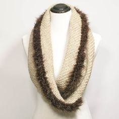 Fur Trimmed Infinity Scarf-to-Wrap | www.petalstopicots.com | #crochet #fiber