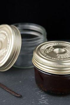 Come preparare in casa l'estratto di vaniglia: ricetta facile e veloce, con solo due ingredienti!