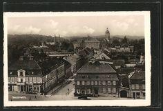 Alte Ansichtskarte: AK Neustrelitz, Straßenszene von oben mit Geschäften