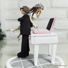 Workaholic couple wedding cake topper by Anna Crafts on Etsy |  LOVE it!!!