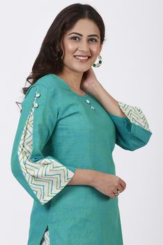 Box the sartorial elegance and push it down the road wearing this Sea Green Straight Kurti with the sleeves adding that drama. The otherwise straight sleeves comes with a printed pleated panel at the side with 2 buttons. The printed Pant that c Neck Designs For Suits, Sleeves Designs For Dresses, Dress Neck Designs, Stylish Dress Designs, Sleeve Designs, Blouse Designs, Plain Kurti Designs, Simple Kurti Designs, Salwar Designs