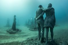 Artist Jason deCaires Taylor has a new sculpture installation at Museo Atlantico (Atlantic Museum) off the coast of Lanzarote, Spain. The first underwater art m Underwater Sculpture, Underwater City, Human Sculpture, Sculpture Art, Sculpture Garden, Under The Water, Under The Sea, Sculpture Museum, Art Museum