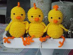 kuikentjes K Crafts, Crochet Crafts, Crochet Dolls, Easter Crafts, Crochet Projects, Easter Crochet Patterns, Crochet Birds, Mason Jar Cozy, Chicken Pattern
