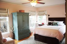love that blueish green - it's the color of our china cabinet, nice with the peach Peach Rooms, Red Rooms, Paint Colors For Home, House Colors, Bedroom Decor, Bedroom Ideas, Nursery Ideas, Master Bedroom, Bright Homes