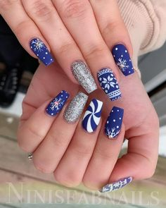 Here are the best Christmas acrylic nails designs, cute Christmas nails and red Christmas nails 2018 that We've Cherry Picked, to act as an inspiration fo Chistmas Nails, Cute Christmas Nails, Xmas Nails, Christmas Nail Art Designs, Holiday Nails, Christmas Holiday, Christmas Acrylic Nails, Snowflake Nail Design, Snow Nails