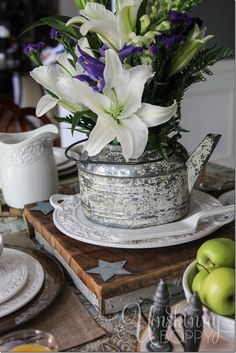 Pretty table centerpiece and a Pfaltzgraff Country Cupboard place settings GIVEAWAY