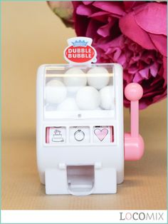 Show your guests thay you've hit the jackpot! Personalise these cool Mini Slot Machine Wedding Favours by designing your own sticker on the front. Ka-ching!