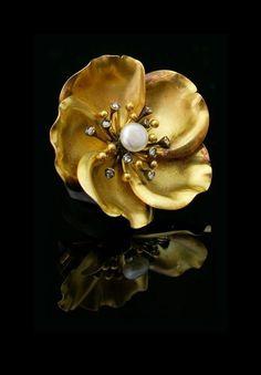 Art Nouveau Gold Flower brooch. Natural pearl , rose-cut diamonds , 18K. France circa 1900.