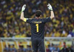 BRA83 RÍO DE JANEIRO (BRASIL), 30/06/2013.- El portero de la selección española Iker Casillas durante la final de la Copa Confederaciones entre Brasil y España disputada en Maracaná, Río de Janeiro, B