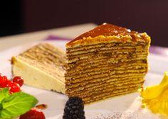 Dobošový rez - Tajomstvo mojej kuchyne Fancy Cakes, Yummy Food, Delicious Recipes, Sliders, Cheesecake, Favorite Recipes, Sweets, Sneh, Basket