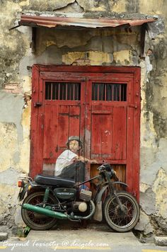 Street art in Penang, Malaysia // by Ernest Zacharevic