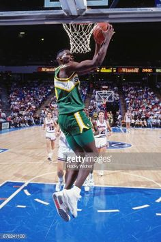 Resultado de imagen para shawn kemp dunks Pro Basketball, Nba Season, World Of Sports, Nba Players, Kobe Bryant, Michael Jordan, Seattle, Stock Photos, Athletes