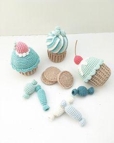 Have a Sweet Saturday ••••••••••••••••••••••••••••••••••• #crochetcupcake #crochetcookies #crochetsweets #crochetcandy #crochetfood #crochetplayfood #crochetforbaby #crochetforkids #crochetcake #hækletmuffin #hækletcupcake #hækletsmåkager #hækletkiks #hækletbolsje #hækledesødesager #hækletkage #hæklettilbørn #hæklettilbaby #hæklettilbørneværelset #hækletlegemad #hækletlegetøj