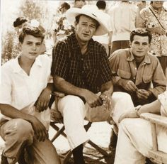 John Wayne, With sons Patrick and Michael he had from his first wife Josie - Today Pin John Wayne Quotes, John Wayne Movies, John Wayne Son, Hollywood Stars, Classic Hollywood, Old Hollywood, Hollywood Glamour, Hollywood Actresses, Wayne Family