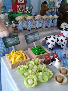 Festa de 2 anos do Luan feita por mim. Farm Animal Birthday, Farm Birthday, Birthday Party Themes, Happy Birthday, Barn Parties, Cowboy Party, Bernardo, Farm Party, Cute Food