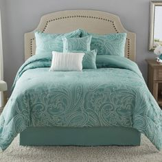 This Paisley Aqua Comforter Set features soft scrolls and serene tones to make this jacquard bedding the perfect addition to your bedroom. With three decorative pillows, shams and a bed skirt, this set has everything you need to transform your room. Aqua Comforter, Teal Bedding Sets, King Size Comforter Sets, Matching Bedding And Curtains, Linen Bedding, Bed Linens, Ikea Bedroom, Bedroom Decor, Luxury Bedding