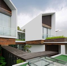 Completed in 2016 in Kota Bandung, Indonesia. Images by Fernando Gomulya. The Long House is located in a housing area in the North of Bandung City, surrounded by old fancy houses and lots of trees. Amazing Architecture, Modern Architecture, Bandung City, Fancy Houses, Modern Houses, Dream Houses, Long House, Building Images, Archi Design