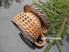 Светлана Зуева Wicker Table, Wicker Baskets, Dry Leaf Art, Rolled Paper, Sewing Baskets, Baskets On Wall, Basket Weaving, Straw Bag, Projects To Try