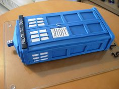 TARDIS cake ... one of the BEST I've seen... I love it!